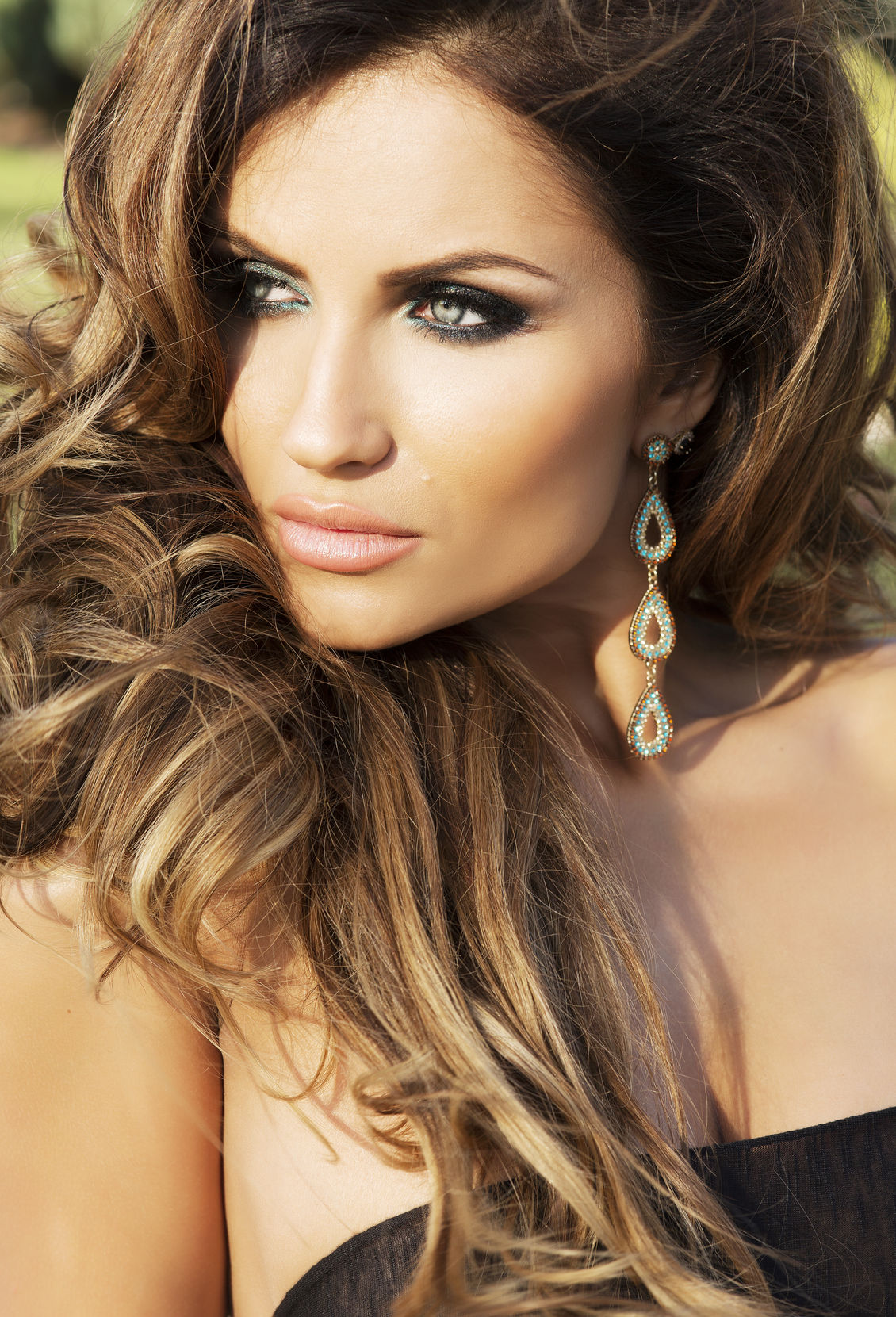 24254767 - sunny portrait of beautiful woman with long curly hair and perfect makeup.